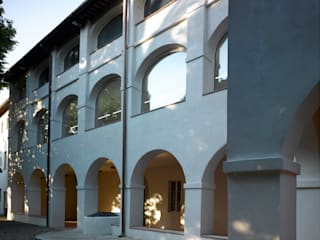 Municipal Library and Archives at Palazzo ex Fondazione Pellegrini Carmignani por MICROSCAPE architecture_urban design AA Minimalista