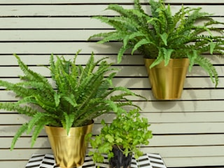 Gold Wall Planter de homify Moderno