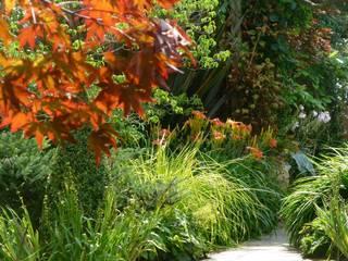 Long Family Garden Classic style garden by Garden Arts Classic