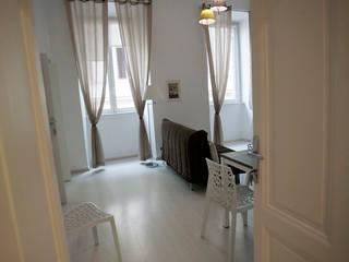 realizzazione di una Casa Vacanze romana. Pamela Tranquilli Hotel in stile minimalista Legno Bianco