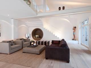 Gartenloft, Berlin MItte: moderne Wohnzimmer von HANSENWINKLER