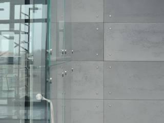 Beton architektoniczny do wnętrz nowoczesnych i industrialnych Industrialny korytarz, przedpokój i schody od Luxum Industrialny