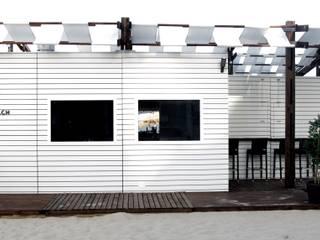 Balcones y terrazas modernos de Viroa ǀ Arquitectura – Interiorismo – Obras Moderno