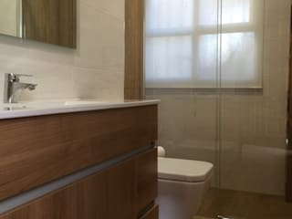 Salle de bain moderne par Viroa ǀ Arquitectura – Interiorismo – Obras Moderne