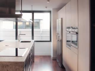 Modern kitchen by emmme studio Modern