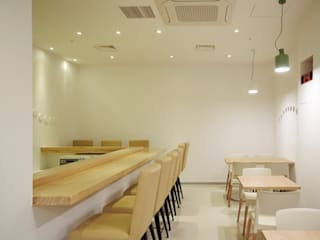 Restaurantes de estilo  por By Seog Be Seog | 바이석비석,