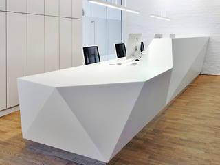 Nietypowe formy architektoniczne - lady recepcyjne od Luxum Nowoczesny