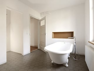 Bathroom by Wagner Vanzella Architekten