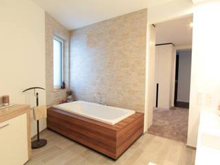Badewanne Schreinerarbeiten:   von La Casa Wohnbau
