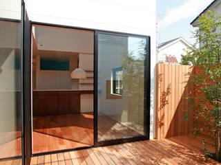 猫と暮らす中庭のある家 モダンデザインの テラス の 設計事務所アーキプレイス モダン