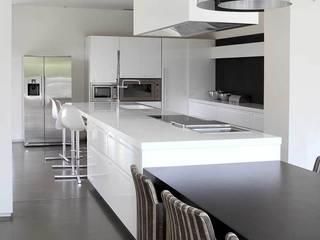 Ristrutturazione casa colonica CuboBianco Cucina minimalista