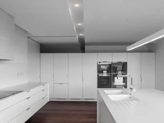 House in Belas, Sintra Estúdio Urbano Arquitectos Kitchen