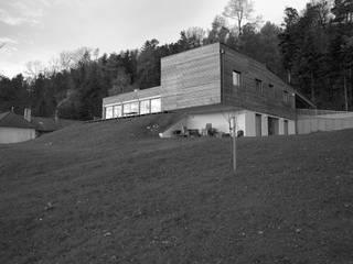 Gartenseitig: moderne Häuser von snugdesign