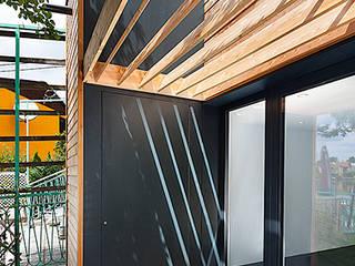 Terrasse: moderne Häuser von snugdesign