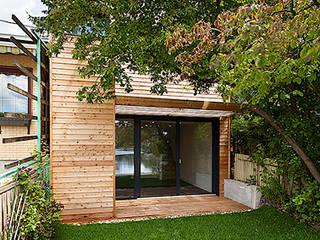 Badehütte Moderne Häuser von snugdesign Modern