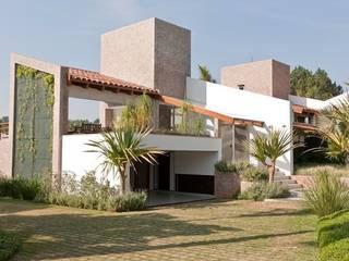 Moderne Häuser von Maristela Faccioli Arquitetura Modern