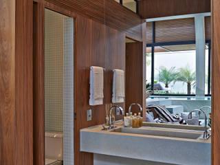 Baños modernos de Beth Nejm Moderno