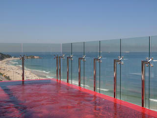 Pool by InTown Arquitetura e Construção LTDA, Minimalist