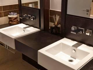Thornwood Lodge Classic style bathroom by Keir Townsend Ltd. Classic
