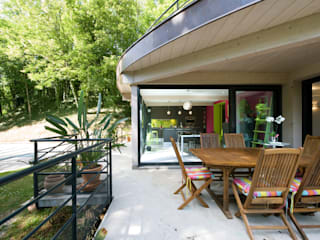 LA CUISINE DANS LE BAIN SK CONCEPT Country style balcony, veranda & terrace