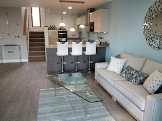 The Edge by Gusto Homes at the Lincolnshire Showground:  Living room by KAS Interior Design