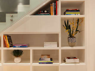 Minimalist corridor, hallway & stairs by InTown Arquitetura e Construção LTDA Minimalist