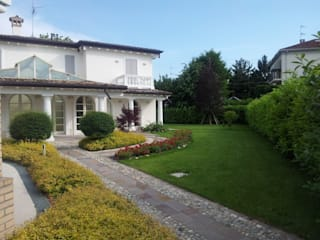 Realizzazione villa unifamiliare a Parma Case classiche di Studio associato Busi Bini e Fava Classico