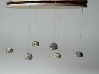 Pluie d'Ouricos: Lustre LED poétique:  de style  par MS Ebénisterie