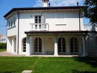 Realizzazione villa unifamiliare a Parma: Case in stile  di Studio associato Busi Bini e Fava
