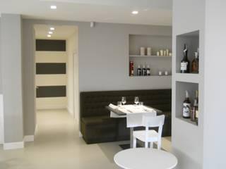 Ristrutturazione locale ristorante a Casalmaggiore (CR): Sala da pranzo in stile  di Studio associato Busi Bini e Fava