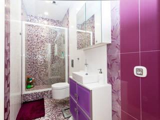 Дом у озера: Ванные комнаты в . Автор – M1Design