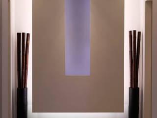 Nicchia espositiva.: Ingresso & Corridoio in stile  di Onice