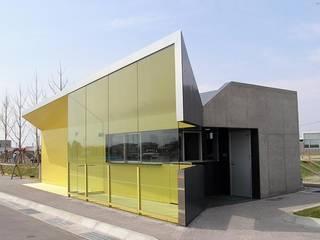 Casas de estilo  por 株式会社ヨシダデザインワークショップ