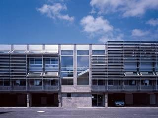 エコネット鯖江: 株式会社ヨシダデザインワークショップが手掛けた家です。,モダン