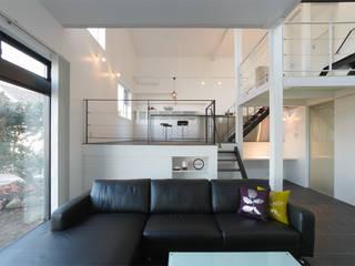 9 FLOORS オリジナルデザインの リビング の 濱田修建築研究所 オリジナル