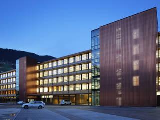 Edificios de oficinas de estilo  por Spiegel Fassadenbau
