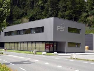 Metallfassade von Spiegel Fassadenbau:  Geschäftsräume & Stores von Spiegel Fassadenbau