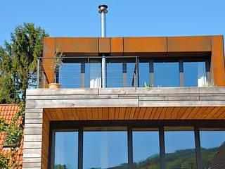 Südterrasse für den Winter Minimalistischer Balkon, Veranda & Terrasse von Architekturbüro 011 Minimalistisch