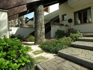 Villa urbana a schiera Case moderne di STUDIO ZERO 30 Moderno