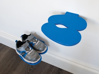 Footprint Children's Shoe Shelf: modern  by j-me original design, Modern