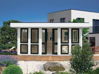 Domizil: moderner Garten von RIWO Gartenpavillons