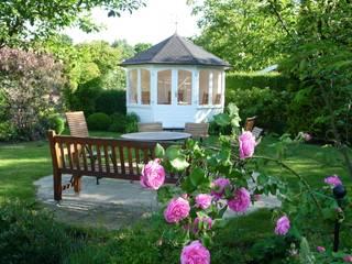 Elegance:  Garten von RIWO Gartenpavillons