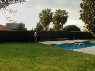 Diseño Jadín con piscina Piscinas de estilo mediterráneo de JARDINERIA MONÉS, S.L. Mediterráneo