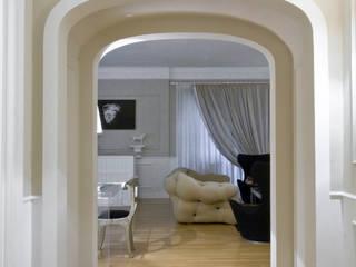 Black Jack Ingresso, Corridoio & Scale in stile moderno di Arch Nouveau Studio Moderno
