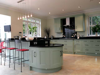 Traditional painted kitchen in Hertfordshire by John Ladbury and Company Classic
