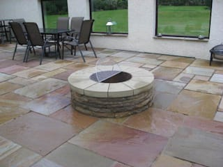 Firepit with smooth cut top stones near Edinburgh. Jardin moderne par Lithic Fire Moderne