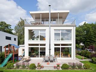 Modern balcony, veranda & terrace by Müllers Büro Modern