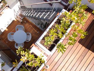 Balcones y terrazas de estilo moderno de Estatiba construcción, decoración y reformas en Ibiza y Valencia Moderno