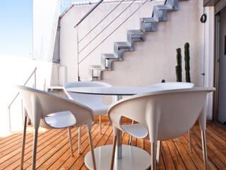 Modern balcony, veranda & terrace by Estatiba construcción, decoración y reformas en Ibiza y Valencia Modern