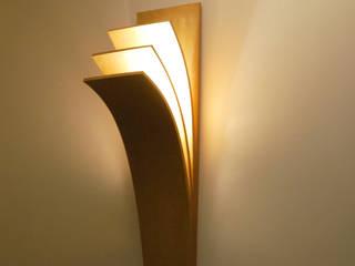 Applique Livre: une applique LED épurée par MS Ebénisterie Minimaliste